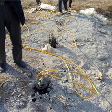 桥台施工开挖石头基座机器海南三亚不易损坏图片