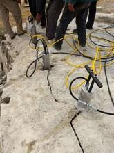 山西兴县城建挖基坑遇到岩石破石机包安装调试图片
