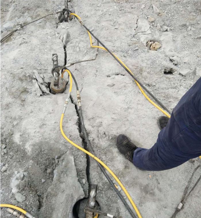 岑溪市石场开采石灰石青石液压劈裂棒制造厂家