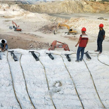 大型劈裂机静态破石头重庆綦江图片参数图片
