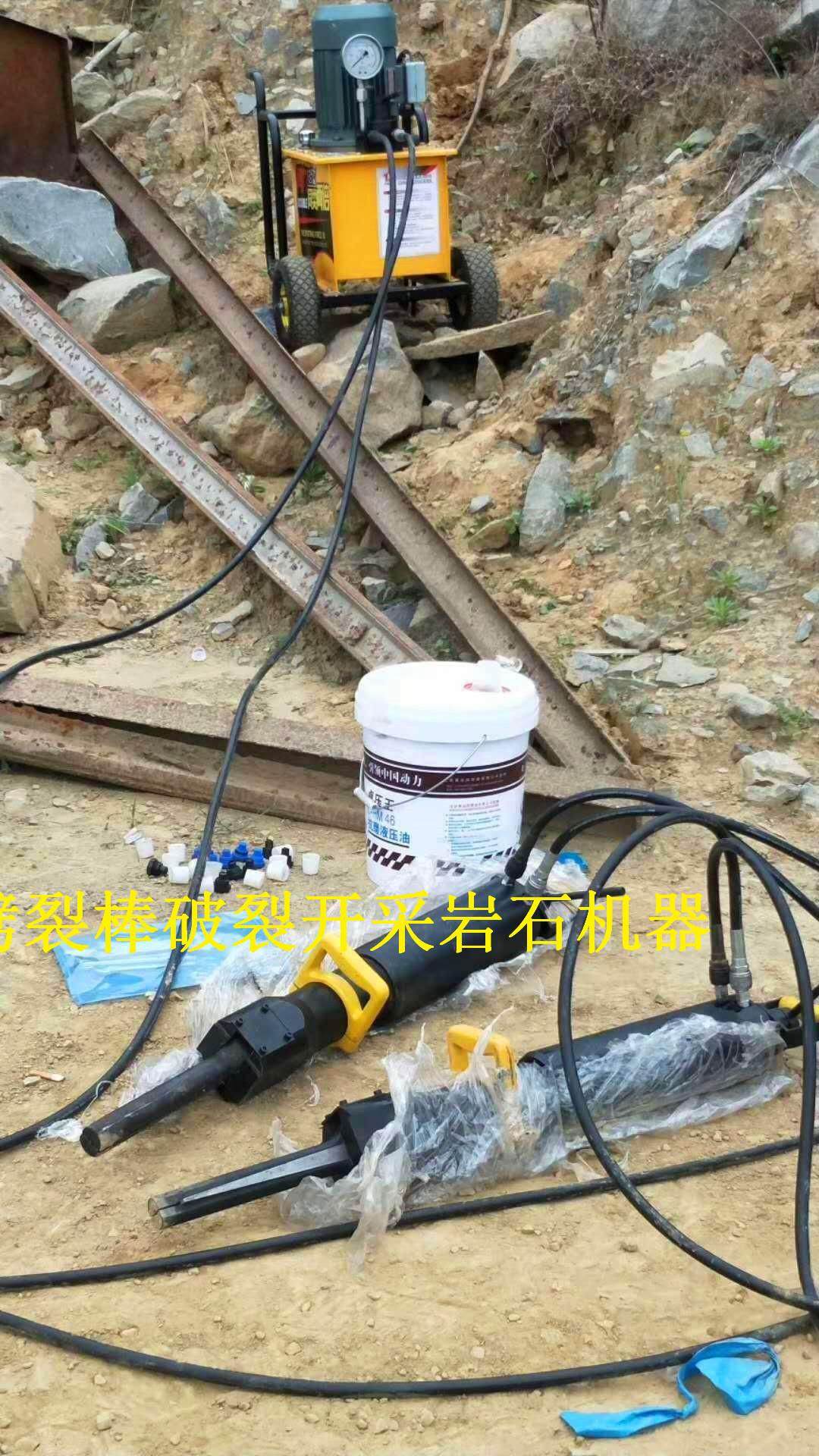 挖涵洞破石头液压劈石机特湖北黄冈视频效果