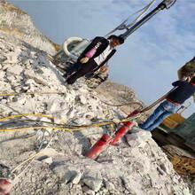 山南隆子土石方石头太硬破碎锤打不动用大型劈裂机生产供应开石机图片