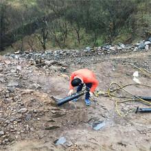 成都温江区石料厂胀裂石头劈裂棒当地代理商矿洞开采掘进图片