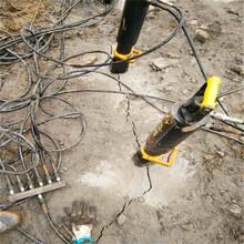 怀化溆浦河道扩建挖掘破碎硬石头的机器生产供应农村盖房子挖地基图片