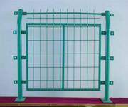 厂家直销苏州护栏网、高速公路护栏网、框架隔离栅、折弯围栏网图片