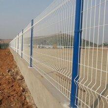 三角折弯护栏厂区商业区围墙美观折弯护栏小区别墅桃型柱围栏图片