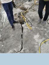 鹤壁市柱塞式液压劈裂棒石材定向分裂劈石机图片