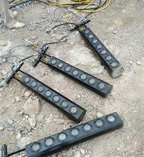 六安柱塞式劈裂棒開采花崗巖機械設備結構原理圖片