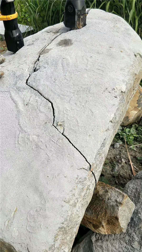 道路修建石头太硬挖机炮锤破不动怎么办泵
