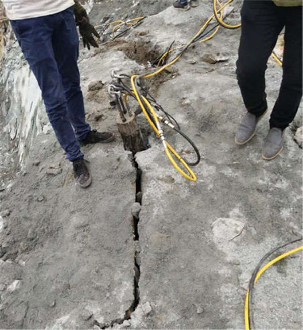 四川甘孜矿山开采怎么打石头快大型劈裂斧