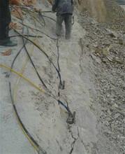 地基開挖遇到石頭挖機打不動怎么辦隨州無聲破石劈裂棒圖片