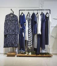 蘭夢萱品牌女裝尾貨庫存折扣店怎么成列才能讓衣服看起來更好圖片
