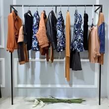 衫水羽畫艾托奧AITU女裝女性品牌廣州御龍服裝批發市場軍用服裝專賣店圖片