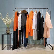 霓姿麗爾服裝折扣店加盟中老年冬裝女羽絨服服裝品牌加盟圖片
