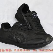 多威黑色跑鞋