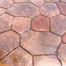 安徽马鞍山仿古地坪、室内仿木纹压花地面施工-技术精湛图片