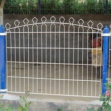 出售小区美化护栏三角折弯护栏网桃型柱护栏网图片