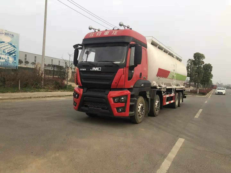 一部好车:江铃重汽8×4散装水泥干混砂浆粉粒物料运输车