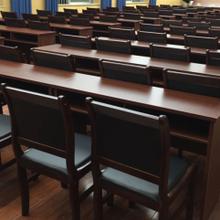 柳州電腦桌辦公桌椅供應,柳州電腦桌定做圖片