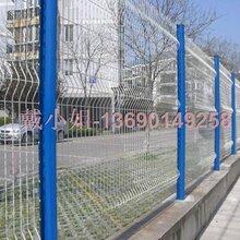 桃型柱护栏网,三道折弯护栏网,别墅园区护栏网,公园护栏网,厂区护栏网图片