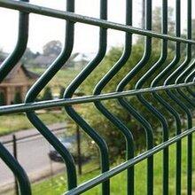 别墅围栏网三道加强网护栏桃型柱护栏网战斧式护栏网图片
