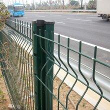 梅州-桃型柱護欄網三角折彎護欄網雙圈護欄網雙邊絲護欄網圖片