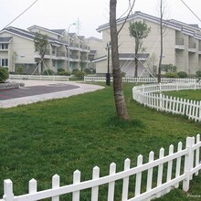 广东珠海花海花园围栏0.6米高草坪护栏白色pvc护栏简易安装图片