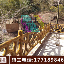 景观园林栏杆施工水泥仿木栏杆施工假树栏杆制作河堤仿木栏杆图片