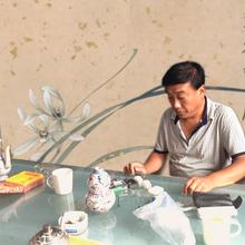 马占盈亲临故新宫甄选藏品钱币瓷器字画