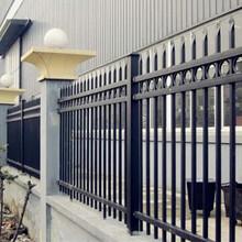 河源建筑装饰栏杆现货镀锌方管防护栏杆黑色锌钢护栏图片