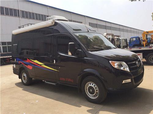 房车 徐州国产东风御风房车价格  前排驾驶室内保留了轻客 车型大部分