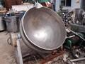 新到二手夹层锅不锈钢夹层锅搅拌电加热可倾斜式夹层锅图片