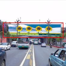 昆明春城路铁路桥出城面看板