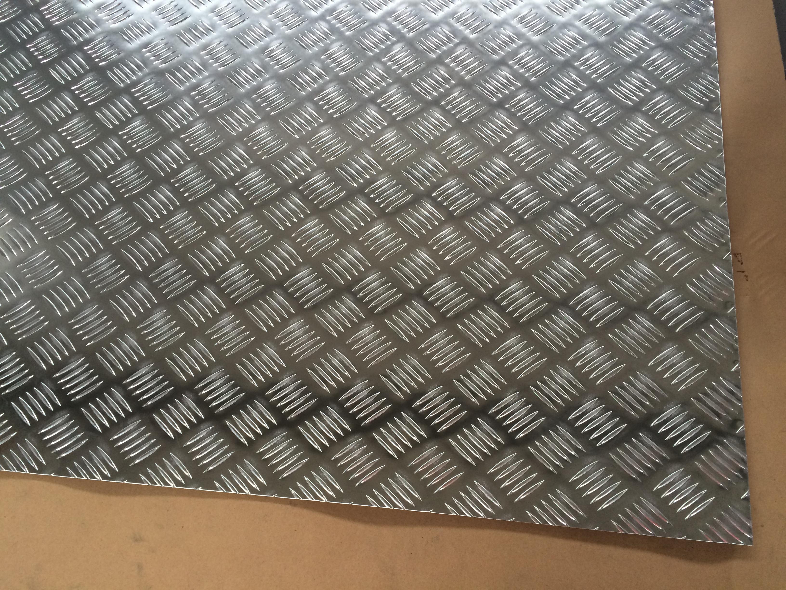 防滑铝板五条筋铝板山东花纹铝板厂家现货供应