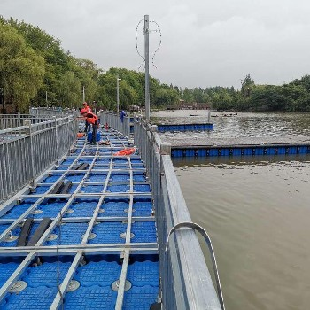 浙江水上平臺浮筒廠家水上拼接式浮橋批發供應水庫釣魚平臺
