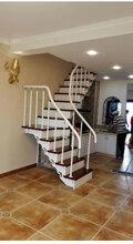 楼梯制造厂家批发钢木楼梯、旋转楼梯、双梁立板楼梯应有尽有图片