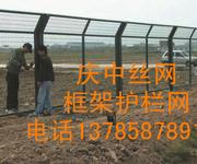 供应高速护栏网双边丝框架护栏网圈地养殖护拦网果园菜地护栏网图片