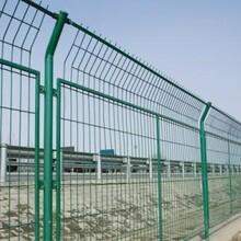 一带一路国际合作高峰论坛的召开为渤洋铁丝护栏网防护栅栏走向世界提供了强有力的保障