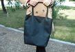 真皮女士單肩潘多拉純色豎款方型手提包定制廠商/雙根中款敞口皮紋手提包