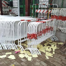 供应银川带板安全生产铁马护栏铁马防护栏报价铁防护铁马直销图片