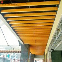 商场门头雨棚装饰木纹色吊顶铝方通图片