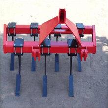 四轮拖拉机带的深松机农业耕地机疏松土壤的机器