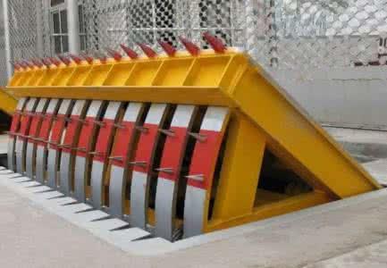 苏州太仓反恐墙路障路桩定制批发仁为破胎器液压路障机
