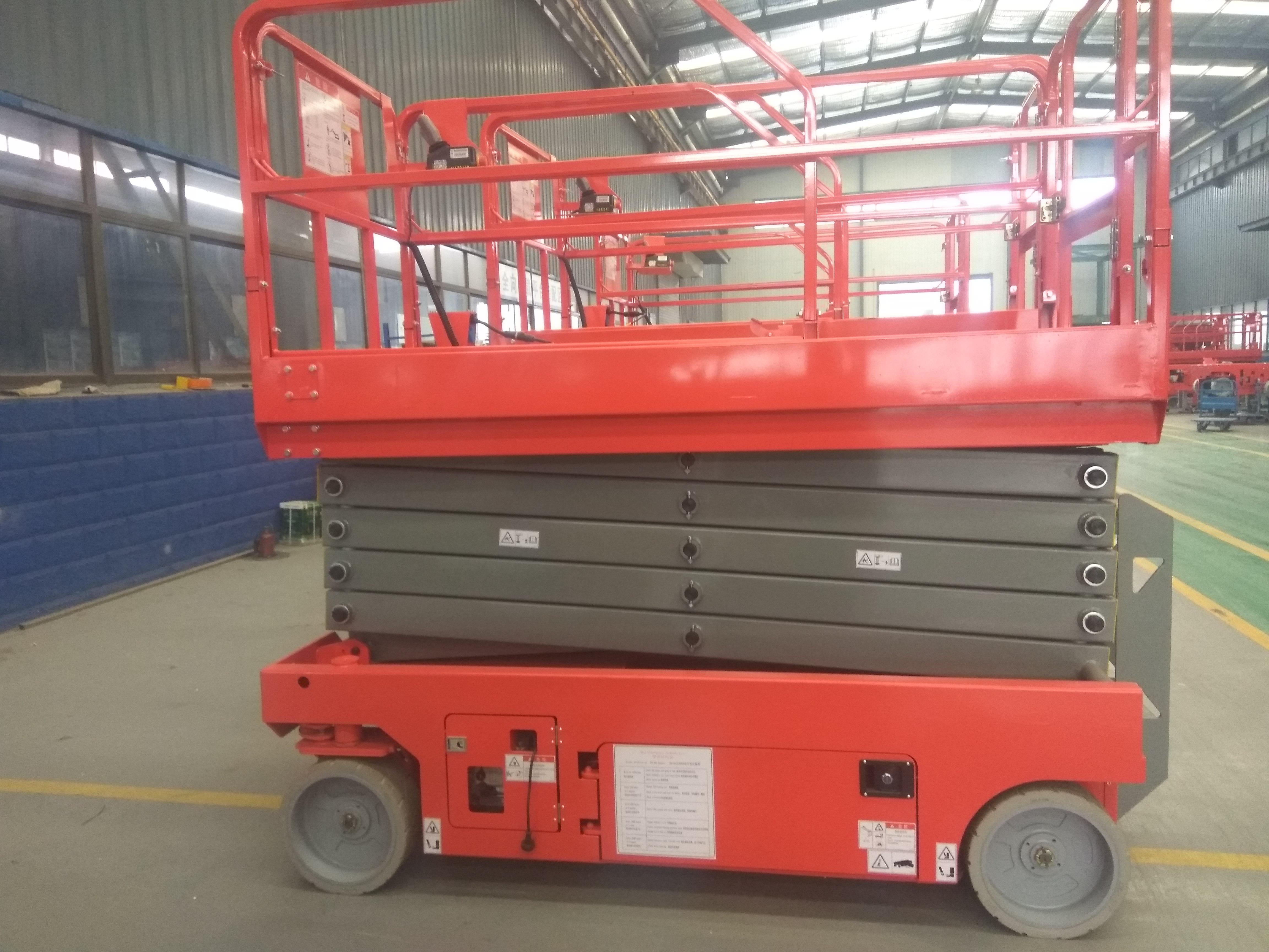 青海西宁升降机厂家自行走高空作业平台14米12米全自动升降机移动剪叉式升降机台
