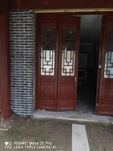 四川成都實木木門-中式隔斷-火鍋店裝修-實木廊架圖片