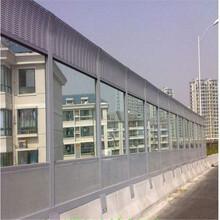 河北厂家生产公路声屏障,镀锌板0.8mm冲孔,喷塑美观,玻璃棉吸音图片