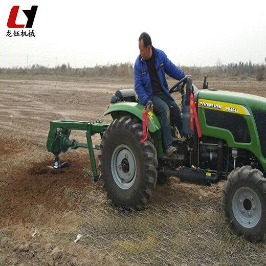 龍鈺公司拖拉機改裝挖坑機,后置式挖坑機