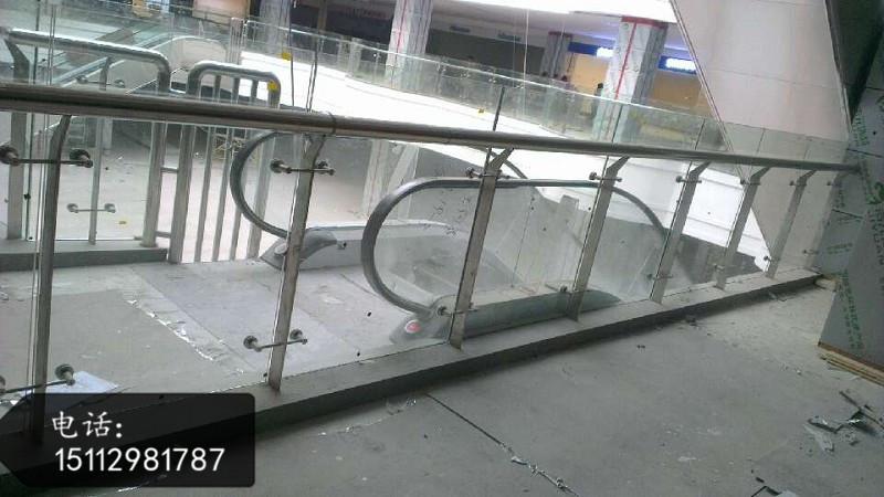 供应商场不锈钢楼梯工程立柱厂家价格、304不锈钢楼梯立柱拍摄大图-