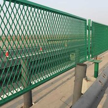 公路护栏网的价格怎么算,哪里的厂家生产公路护栏网便宜