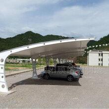 安庆雨棚材�I 料安庆做停车棚张拉膜雨棚厂家经济 �Z美观实用图片